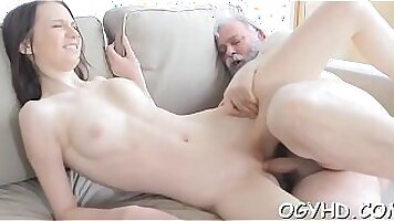 Young babe is leaking pussy juice for some cash