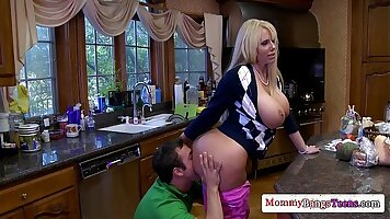 Clean milfs pussy mini falls in love with creampie threesome