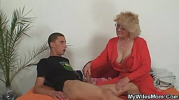 I want to make my wife the career best mumcamgirl